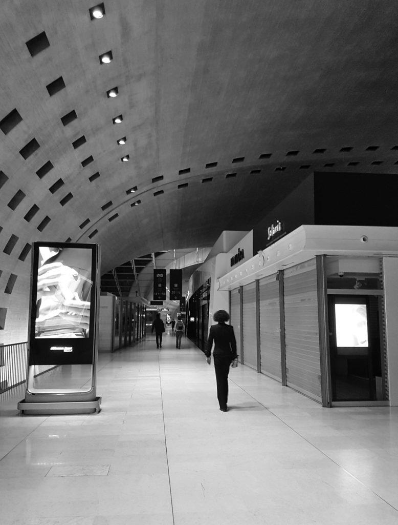 Parijs vliegveld zo goed als leeg